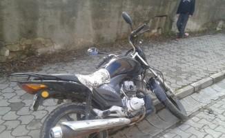 Motosiklet 10 yaşındaki çocuğa çarptı