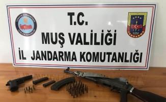 Muş'ta FETÖ operasyonunda silah ve mühimmat ele geçirildi