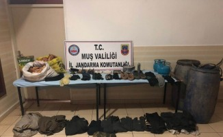 Muş'ta PKK'ya ait sığınakta yaşam malzemesi ele geçirildi
