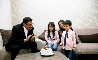 Şehit Jandarma Uzman Çavuş Muhammed Tufan'ın kızı Meryem'e doğum günü sürprizi