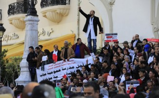 Tunus'ta öğretmenlerden maaş protestosu