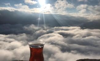 Yüksekovalı öğretmenler bulutlar üzerinde çay yudumladılar