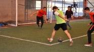 Hakkari'de polislerle öğrenciler futbol oynadı
