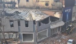 7 iş yerinin zarar gördüğü yangında itfaiyeye tepki