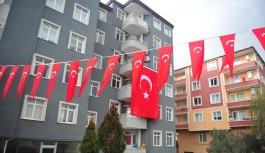 Bursa şehidi için bayraklarla donatıldı