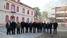 Büyükşehir Belediyesi'nden asırlık eğitim çınarına destek