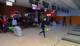 Nilüfer ailesi bowling ile stres attı