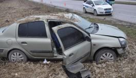Bursa'da otomobil tarlaya uçtu