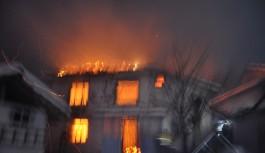 Bursa'da yaşlı çiftin evi alev alev yandı