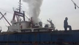 Kuru yük gemisinde yangın çıktı