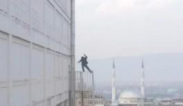 Bursa'da yangın merdiveninde intihar...