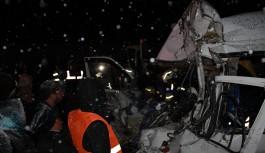 Kar ve buzlanma facia getirdi: 2 ölü, 18 yaralı