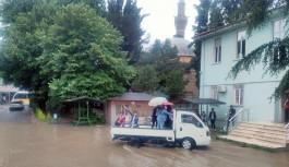 Bursa'da öğrenciler okul binasına kamyonetle taşındı