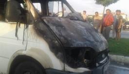 Bursa'da minibüs seyir halindeyken alev alev yandı