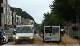 Bursa'nın Karacabey ilçesini sağanak yağış vurdu