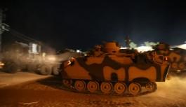Komandolar ve zırhlı araçlar sınırda konuşlandırıldı