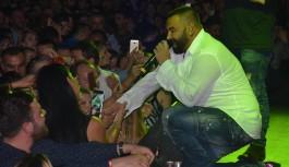 Şarkıcısı Azis Bursa'da hayranlarıyla buluştu
