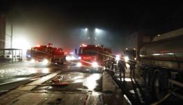 Sentetik tekstil fabrikasında büyük yangın