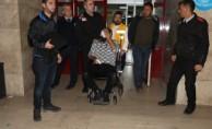 Doktor dehşet saçtı: 2 polis yaralı