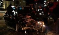 Kırmızı ışıkta bekleyen otomobile çarptı: 3 yaralı