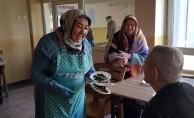 YIL-MEK kursiyerlerden yaşlılara sürpriz