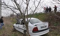 Bursa'da otomobil tarlaya uçtu: 6 yaralı