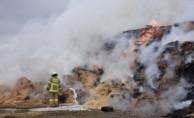 Çiftlikte çıkan yangında tonlarca saman ile iş makinesi kül oldu