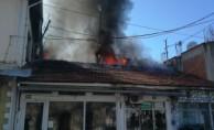 Bursa'da elektrik kontağından çıkan yangın 2 dükkanı küle çevirdi