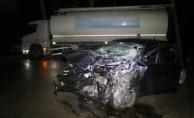 Otomobil kamyona çarptı! 2 ölü, 1 yaralı