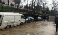 Şiddetli yağmur nedeniyle parkın duvarın çöktü!