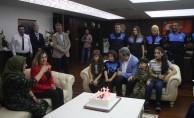 Bursa emniyet müdüründen engelli kıza doğum günü sürprizi