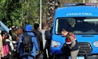 Çeşme'de 92 kaçak göçmen yakalandı.