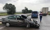 Otomobil bariyerlere çarptı! Yaralılar var