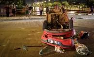 Adana'da ambulansla çarpışan otomobil devrildi: 1 yaralı