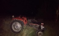 Traktör devrildi! 2 yaralı