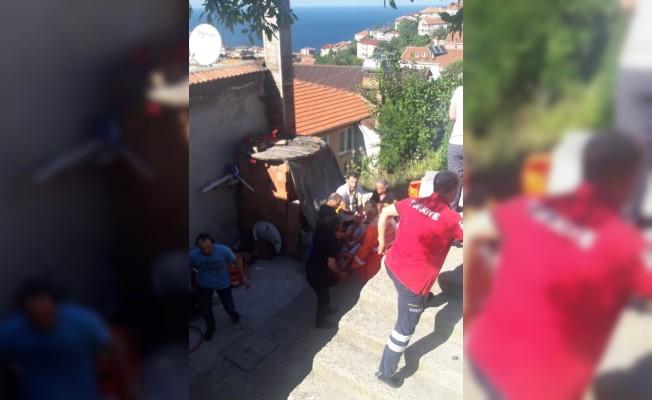 Başına demir saplanan çocuk ağır yaralandı
