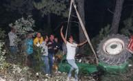 Devrilen traktörün altında kalan sürücü kurtarıldı