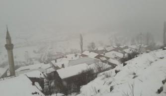 Keles'te kar yağışı devam ediyor