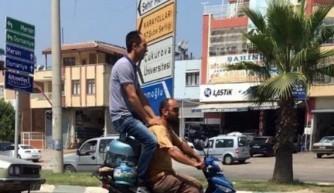 Adana'da motosiklette tüp üstü yolculuk