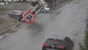 Sürücü camdan fırladı, kaza bitmeden ayağa kalktı