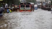 Hindistan'da 500 bin kişi sellerden etkilendi
