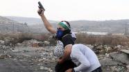 Filistinli giyimli sivil İsrail polisinden müdahale