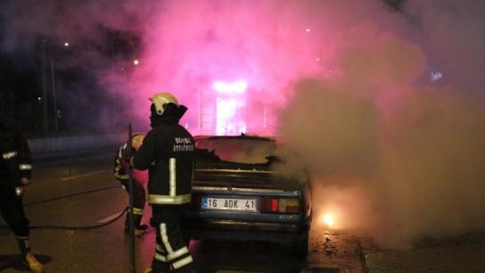 Bursa'da trafik kazası yapan sürücü aracını ateşe verdi