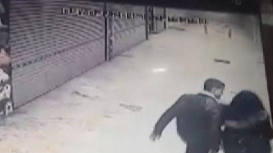 Bursa'da kadına taciz ve darp güvenlik kamerasında