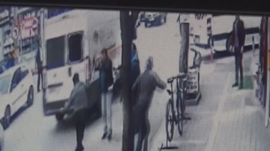 Bursa'da cadde ortasındaki dehşet dakikaları kamerada