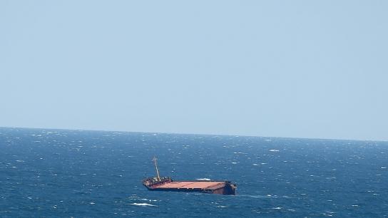 Kilyos açıklarında ikiye bölünen geminin yakıtı yarın alınacak