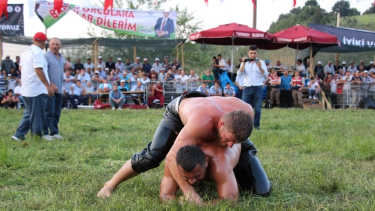 Tekkeköy güreşlerinde başpehlivan İsmail Balaban
