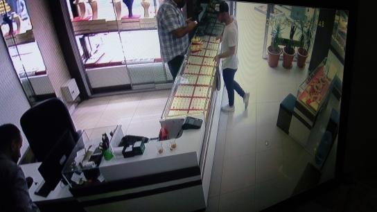 Bursa'da güpegündüz kuyumcu soygunu