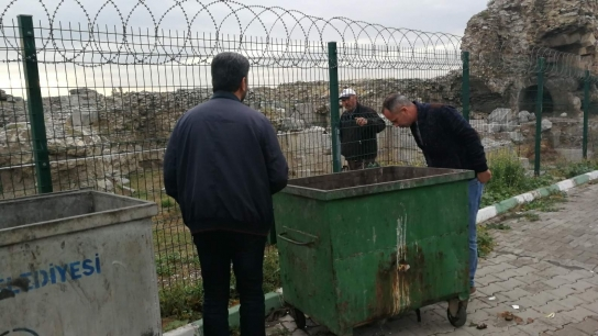 Bursa'da çöp konteynırından gelen gizemli ses