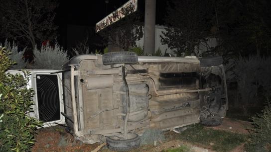 Bursa'da kayan araç köftecinin bahçesine uçtu, kemeralar kaydetti